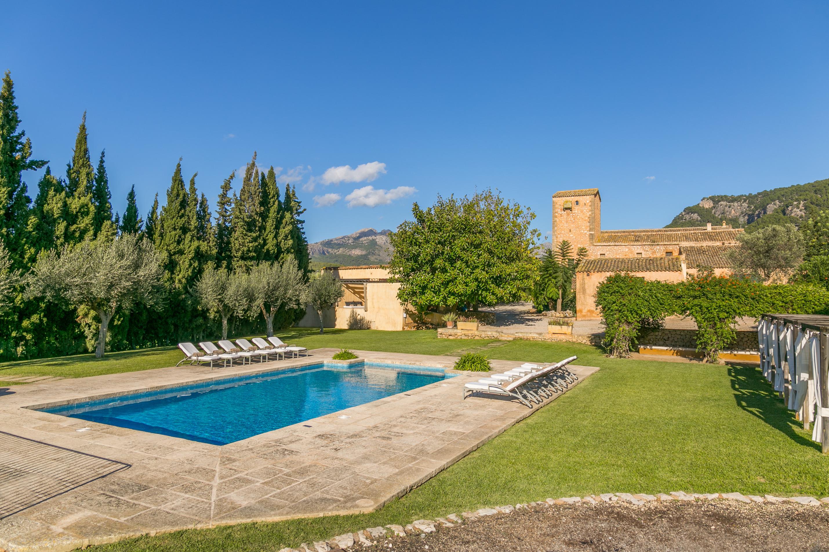Historical house Mallorca pool wifi aircon heat sleeps 12 14
