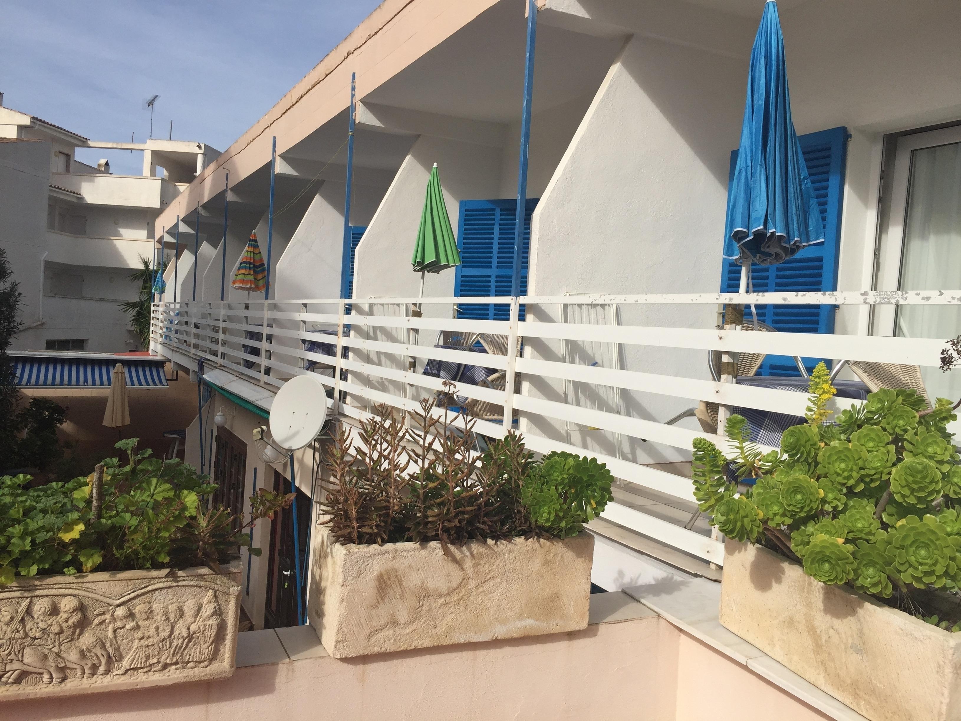 Einfaches & schlichtes Studio Apartment mit Terrasse Strandnah in 300m WLAN