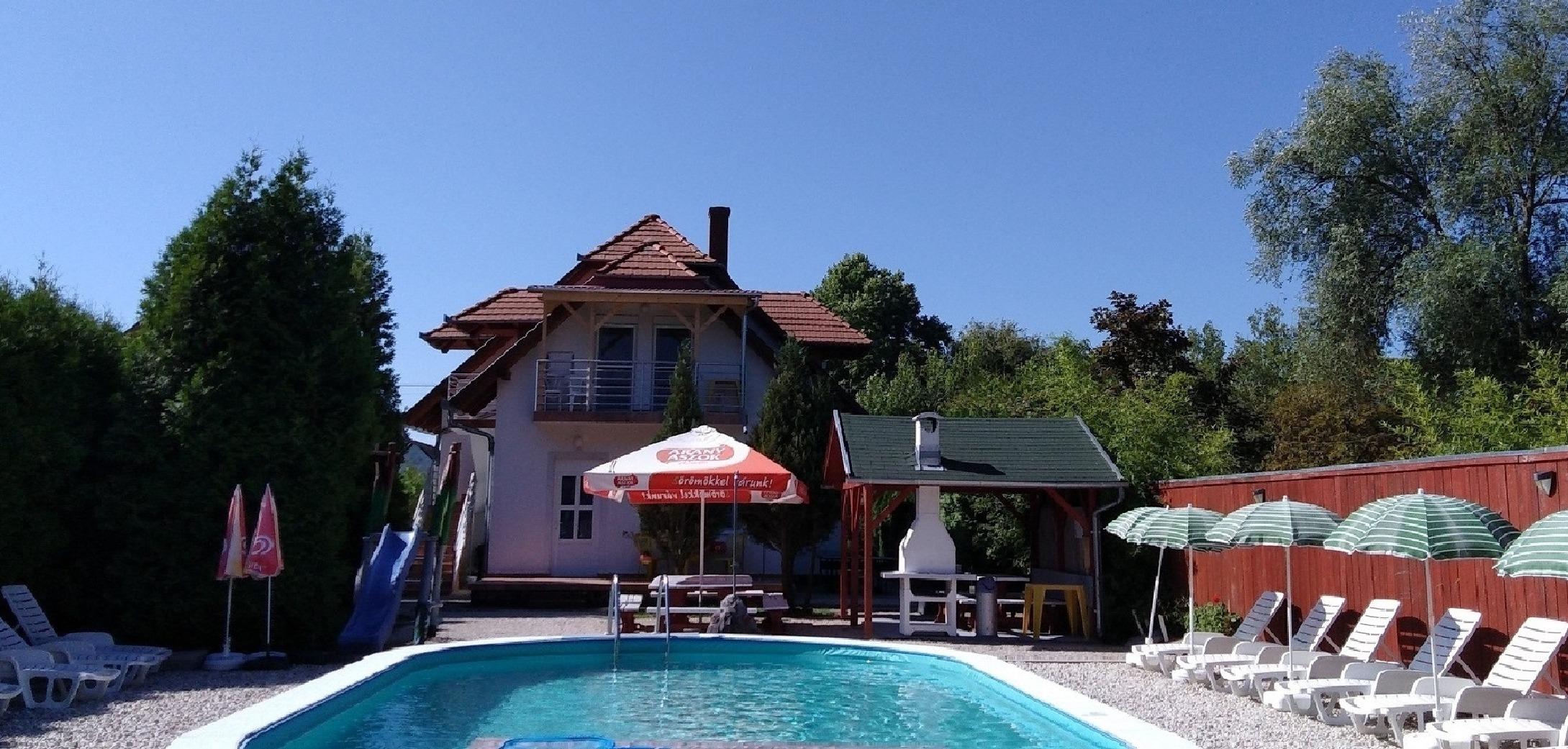 Ferienwohnung mit Pool für 5 Personen